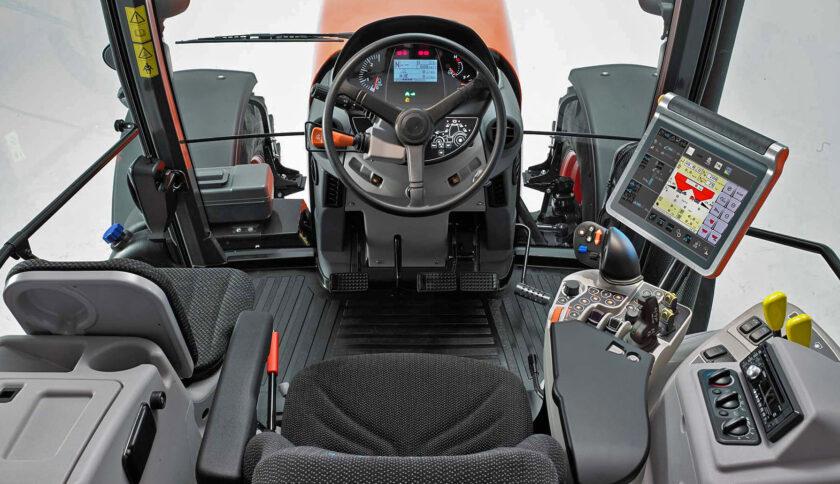 Kubota M7003 cab